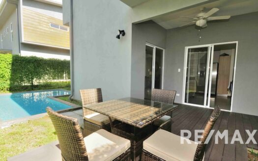 Jaco Gardens Modern townhomes with beach access