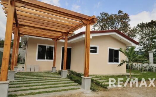 Brand New Modern House 800 meters from the ocean